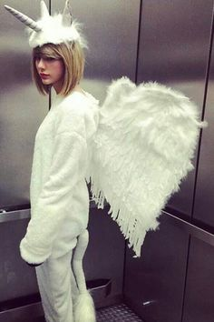 Taylor Swift unicorn outfit