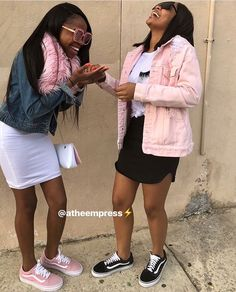 Only true friends can share this kind of laughter. Best Friend Outfits, Best Friend Photos, Best Friend Goals, Sisters Goals, Bff Goals, Squad Goals, Outfits For Teens, Girl Outfits, Cute Outfits