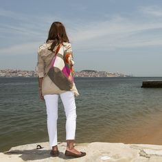 Saco grande – Trufa branca Large Bucket, Simple Bags, Market Bag, White Jeans, Easy, Pants, Fashion, Totes, Trouser Pants