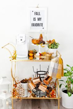 How to Set Up and Style a Fall Coffee Bar Cart to keep you fueled this autumn. Plus, our two favorite fall coffee recipes that will have you swooning! Diy Bar Cart, Gold Bar Cart, Bar Cart Styling, Bar Cart Decor, Home Office, Office Decor, Outside Bars, Autumn Coffee, Bar Areas