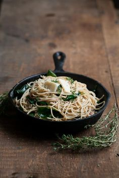 A simple vegetarian dinner that can be prepared in under 30 minutes that focuses on garlic butter pasta with spinach.