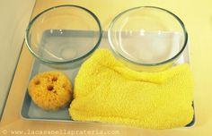 attività di vita pratica - bagnare e strizzare la spugna