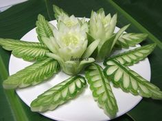 PANTIP.COM : D9436854 พาไปดูสอนแกะสลักผัก วันนี้ทำใบไม้จากแตงกวาค่ะ [การทำอาหาร]