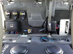 amp rack mount between back seat and trunk Car Speaker Box, Custom Car Audio, Subwoofer Box Design, Dashboard Car, Car Audio Systems, Car Sounds, Car Amplifier, Car Phone Mount, Diy Car