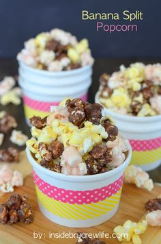 Banana Split Popcorn - chocolate, strawberry, and banana flavored popcorn in one fun to eat snack mix (Carmel Chex Mix) Yummy Snacks, Delicious Desserts, Snack Recipes, Dessert Recipes, Healthy Snacks, Cooking Recipes, Gourmet Popcorn, Flavored Popcorn, Chex Mix