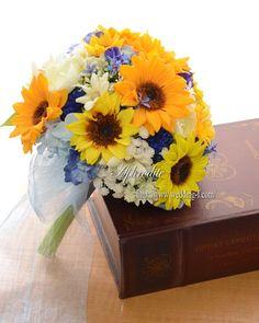 本日発送「ひまわりと青い空」 Board Ideas, Blue Wedding, Wedding Bouquets, Amanda, Yellow, Bridal Bouquets, Wedding Brooch Bouquets, Wedding Bouquet, Wedding Centerpieces