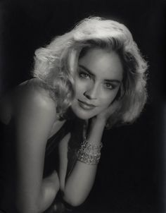 Sharon Stone, por George Hurrell http://sala66.tumblr.com/post/31204568573/sharon-stone-por-george-hurrell