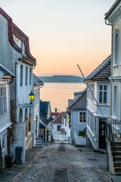 Streets of Bergen | Bergen, Norway | photo by Paulius Bruzdeilynas