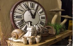 brocante la caccia in Normandia - Sharon Santoni French Decor, French Country Decorating, French Art, French Style, Antique Market, Antique Shops, Shabby Chic Upcycling, Big Clocks, Wall Clocks