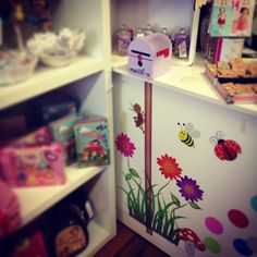 Letter writing at it's best! These gorgeous mail boxes help promote creativity imagination and can help our little ones open up in tough times #letterstosanta #letterstoeasterbunny #letterstomum #toothfairy #lettersofpraise #penpal #shop3280 #babyboutique #childrensboutique by loveleelittleones