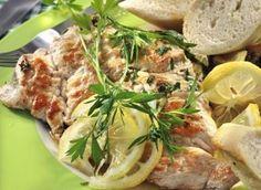 vyzkoušeno fajn Ingredience: citron 2 kusy, petržel kadeřavá/kudrnka 8 kusů, krůtí maso 4 plátky (prsa), olej 2 lžíce (nejlépe olivový), máslo 50 gramů, vývar drůbeží 1/2 hrnku (i z kostky), sůl, pepř.