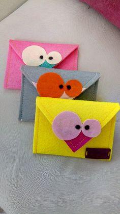 Eğlenceli cüzdanlarım Felt Diy, Handmade Felt, Sewing Projects For Kids, Sewing Crafts, Quilling Paper Craft, Paper Crafts, Diy And Crafts, Crafts For Kids, Felt Case