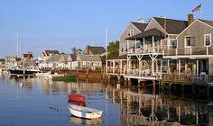 Nantuket là hòn đảo cùng tên thuộc bang Massachusetts, Hoa Kỳ. Đây là nơi được tất cả tổ chức về du lịch bình chọn là một trong những địa điểm du lịch tuyệt vời không chỉ tại Mỹ mà còn trên phạm vi toàn cầu.