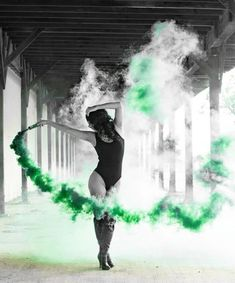 Coolest and Smoke Bomb Photography - . Coolste und Rauch Bombe Fotografie - Coolest and Smoke Bomb Photography - Smoke Bomb Photography, Dance Photography, Creative Photography, Photography Tips, Portrait Photography, 1990s Photography, Photography Lighting, Wildlife Photography, Landscape Photography