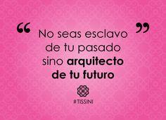 Con la cabeza en alto construye el futuro que te mereces. #MujerLatina