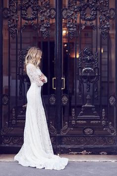 Bridal photoshoot in Paris! Credits in comment.