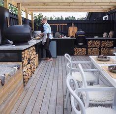15 saker du kan bygga in i altanen Outdoor Rooms, Outdoor Gardens, Outdoor Living, Outdoor Furniture Sets, Outdoor Decor, Jacuzzi Outdoor, Backyard Retreat, Outdoor Kitchen Design, Garden Cottage