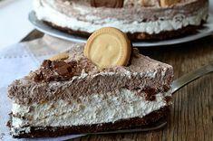 Μια πανεύκολη συνταγή για μια υπέροχη, ανάλαφρη τούρτα με μπισκότα και αφράτη κρέμα τυριού που σίγουρα θα απολαύσετε σε όλες τις περιστάσεις. Για τη βάση: