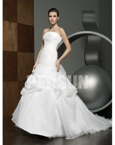 The Newest 2012 Strapless A-line Pleated Chapel Train Wedding Dress Sale at Persun.ca