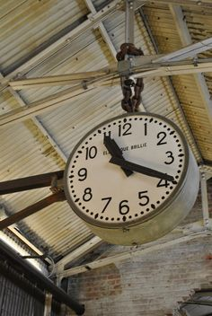 Clock in Chelsea Market Industrial Clocks, Vintage Industrial Furniture, Antique Clocks, Industrial Chic, Vintage Clocks, Industrial Design, Hanging Clock, Big Clocks, Looks Vintage