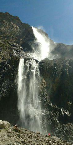 Grande Cascade de Gavarnie, Hautes-Pyrénées, Frankrijk. Deze waterval is 423 meter hoog en daarmee één van de grootste van Europa. Verder het beginpunt van Gave de Pau.