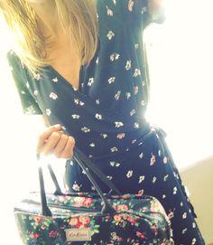 Flower Power! . Totally channelling garden tea party vibes today with my @ukgap wrap dress & @cathkidston_ltd laptop bag!  . #summerfashion #flowers #flowerpower #workingwoman #summerinthecity #monday #isittoomuch