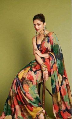 Mode Bollywood, Bollywood Saree, Bollywood Fashion, Saree Fashion, Indian Bollywood, Deepika Padukone Saree, Deepika In Saree, Trendy Sarees, Stylish Sarees