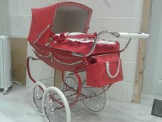 Vintage Pram, Vintage Dolls, Pram Stroller, Baby Strollers, Prams And Pushchairs, Dolls Prams, Buy Windows, Baby Prams, Cot Bedding