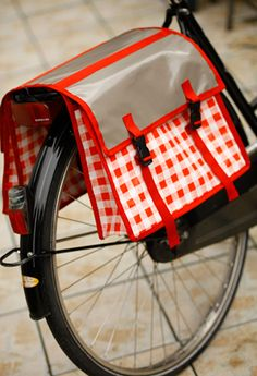 diy sacoches de vélo - tutorial - en francais. Will try to figure the French out. So cute