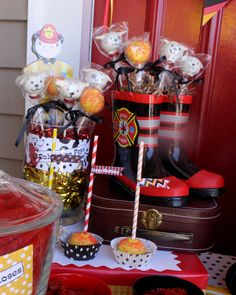 Dalmatian cake pops at a Firetruck Party firefighter memes, firefighter appreciation, dalmation and firefighter halloween Fireman Party, Firefighter Birthday, Firefighter Memes, Firefighter Halloween, Fireman Baby Showers, No Bake Cake Pops, Fire Fighter Cake, Transportation Party, Cake Pop Maker