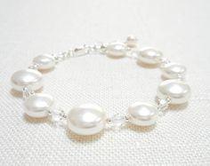 Pulsera de perlas, brazalete de perlas de cristal de Swarovski blanco, joyería de plata esterlina, joyería nupcial, pulsera moldeada, joyería de la boda de la moneda