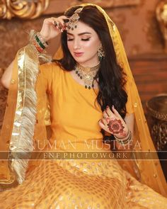 Best Picture For Bridal Outfit 2019 For Your Taste You are looking for something, and it is going to tell you exactly what you are looking for, and you didn't find that picture. Here you will find the Simple Pakistani Dresses, Pakistani Fashion Casual, Indian Bridal Fashion, Pakistani Dress Design, Pakistani Gowns, Pakistani Culture, Muslim Fashion, Bridal Mehndi Dresses, Pakistani Bridal Makeup