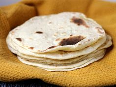 Flour and Potato Tortillas -try with mashed potatoes as opposed to potato flakes & tweak to gf Homemade Tortillas, Flour Tortillas, Making Tortillas, Fresh Tortillas, Baking Flour, Bread Baking, Baking Tips, Mexican Dishes, Mexican Food Recipes