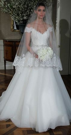 pretty wedding dress by Romoma Keveza