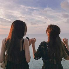 Image about girl in ulzzang lesbians by samantha Best Friend Pictures, Bff Pictures, Friend Photos, Ulzzang Korean Girl, Ulzzang Couple, Korean Best Friends, Tumbrl Girls, Friend Tumblr, Girl Friendship