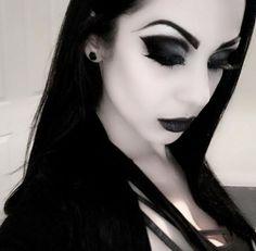 Gothic Makeup, Metal Girl, War Paint, Goth Girls, Black Metal, Black Hair, Beauty Makeup, Make Up, Lady