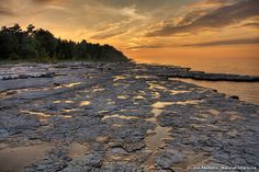 Camped here! The awesome shale beach at Craigleith Provincial Park. Wasaga Beach, Discover Canada, Earth Photos, Visit Canada, Lake Superior, Canada Travel, Landscape Photos, Day Trips, Beautiful Landscapes