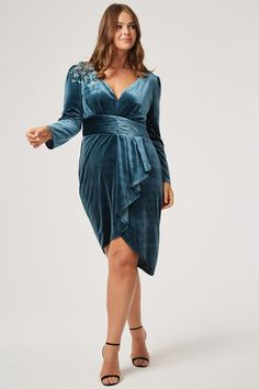 48 Plus Size Party Dresses with Sleeves - Plus Size Wedding Guest Dresses -… Wedding Dresses For Curvy Women, Plus Size Wedding Guest Dresses, Plus Size Party Dresses, Party Dresses For Women, Party Dresses With Sleeves, Nice Dresses, Wrap Dresses, Long Dresses, Plus Size Fashion For Women