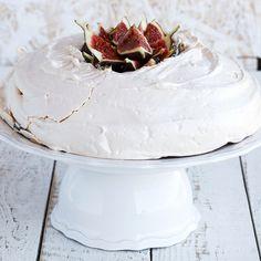 Meringue Pavlova, Food Cakes, Paleo Diet, Paleo Recipes, Camembert Cheese, Cakes, Kuchen, Against All Grain, Paleo Food