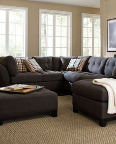Bring versatile, stylish seating into your living room with the Metropolis sectional.
