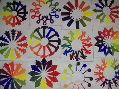 I have a slight obsession with all of the possibilities that radial symmetrical design has for middle school art projects! Color Wheel Lesson, Color Wheel Projects, Color Wheel Art, Art Education Lessons, Art Lessons Elementary, Teaching Colors, Teaching Art, Colorful Bulletin Boards, 7th Grade Art