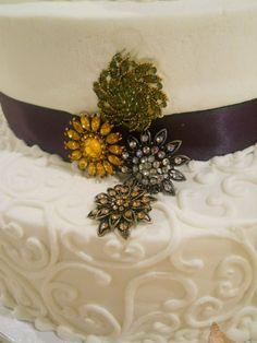 Broaches on wedding cake