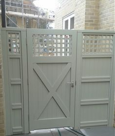 Solid painted gate rear