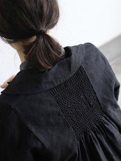 Smocking - jacket with smocked back detail - fabric manipulation Mode Style, Style Me, Hair Style, Textile Manipulation, Kids Mode, Fashion Details, Fashion Design, Estilo Fashion, Mori Girl