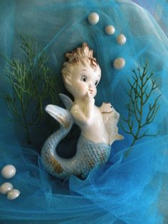 Cute little 1950's wall mermaid with bubbles!