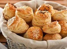 Potrebujeme: Cesto 1: 500 g hladkej múky 3 tégliky smotany kyslej 3 žĺtky Cesto 2: 250 g hladkej múky 500 g masla soľ 1 vajce na potretie sezam alebo hrubá soľ na posypanie Pie Recipes, Appetizer Recipes, Snack Recipes, Cooking Recipes, Snacks, Cheese Pie Recipe, Cheese Pies, Czech Recipes, Good Food