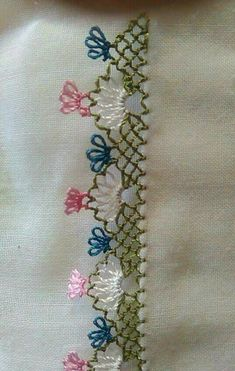 This Pin was discovered by Şöh Hand Embroidery Stitches, Embroidery Techniques, Embroidery Designs, Needle Lace, Needle And Thread, Lace Art, Crazy Patchwork, Lacemaking, Crochet Borders