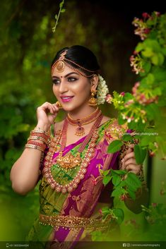 Yashika Anands latest hot photos from Zombie Tamil Movie Press Meet. She looks stunning in saree and south indian jewels. Kerala Bride, Hindu Bride, South Indian Bride, Indian Wedding Couple Photography, Bridal Photography, Photography Poses, Wedding Silk Saree, Kerala Wedding Saree, Tamil Wedding