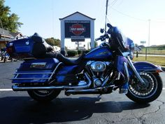 2009 H-D® Ultra Classic® Electra Glide®. Two-tone Black Ice / Blue Ice. #hdofgreensboro #ultraclassic #Electraglide #Blackice #Blueice #greensboro #motorcycles #bikes #harley #harleydavidson
