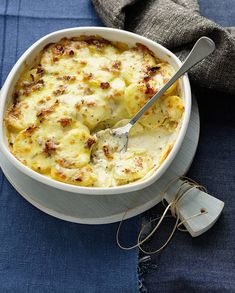 Tartiflette Easy Step by Step - Discover the recipe of the Tartiflette, a tasty mountain recipe that warms the spirits and palates - Potato Rice, Good Food, Yummy Food, French Dishes, Vegetable Dishes, How To Cook Pasta, Casserole Recipes, Cheeseburger Chowder, Macaroni And Cheese